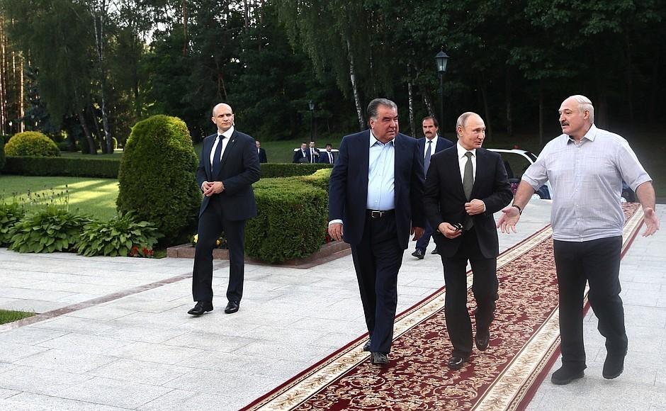 """Вже зараз! Весь уряд пішов – втеча в Росію. Білоруси аплодують – на вечір Лукашенка просто """"не стало"""""""