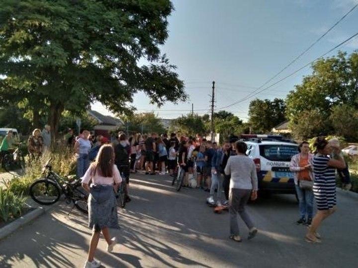 Банда підлітків тероризує місто. Люди не стали мовчати. Вийшли на вулиці!