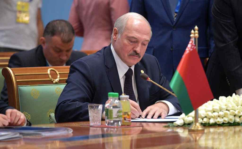 Почалось! Склав повноваження. Лукашенко зробив це: новий уряд на підході