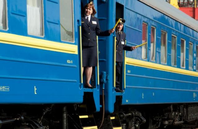 """""""Чому нас як злочинців етапують?"""" Тернополяни зчинили бунт у потязі, обурені вказівкою влади. """"Стали заручниками"""""""
