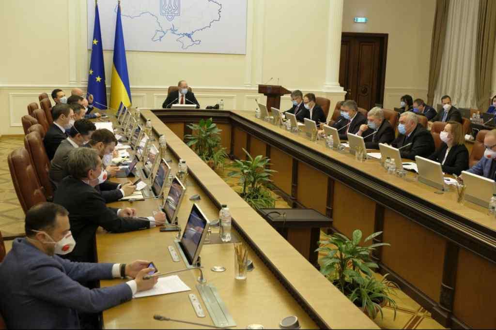 Чергові сюрпризи від Кабміну: рішення прийме Верховна Рада. Неприємні подарунки українцям – до чого готуватись?
