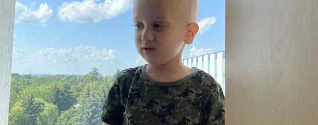Шість хіміотерапій і одна невдала операція. Пухлина в голові не дає Максимку жити. Він потребує допомоги