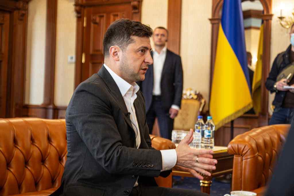 """""""Люди втомилися!"""" Зеленський все вирішив: просто по телефону. Подзвонив особисто – президент на нервах"""