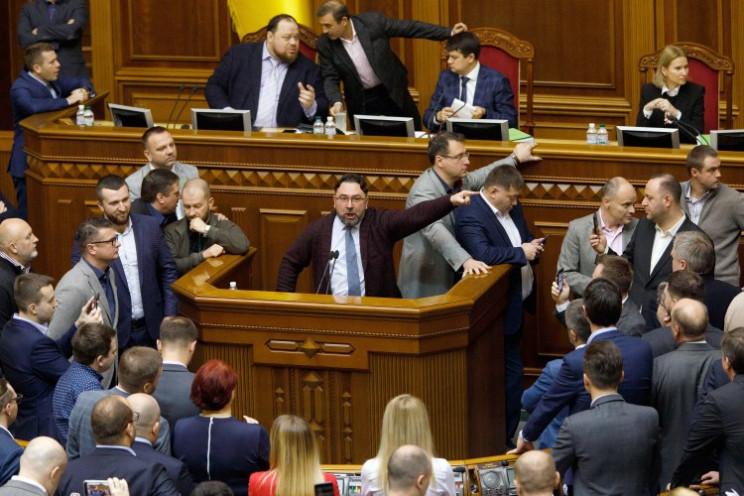 Невідкладний! Рада у терміновому порядку проголосувала за важливий закон. Що варто знати українцям