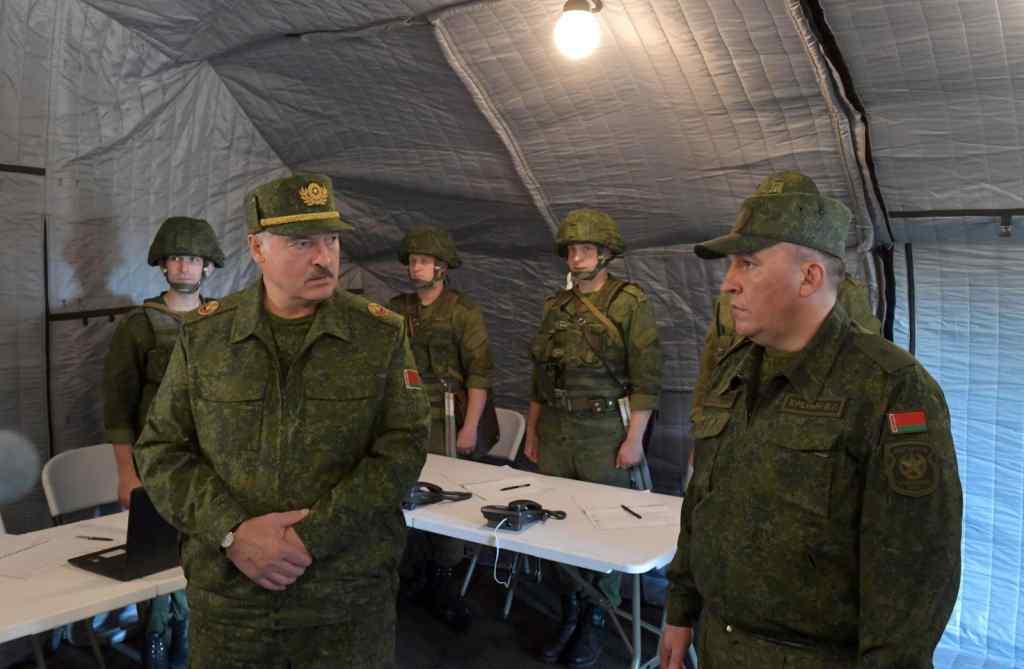 Просто на кордоні! У Лукашенка наважились:  такого ще не було. Його змусили
