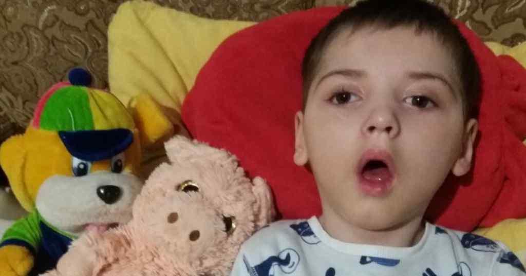 """""""Дитина має сильні судоми"""": Допоможіть 6-річному Михайлику стати на ноги"""
