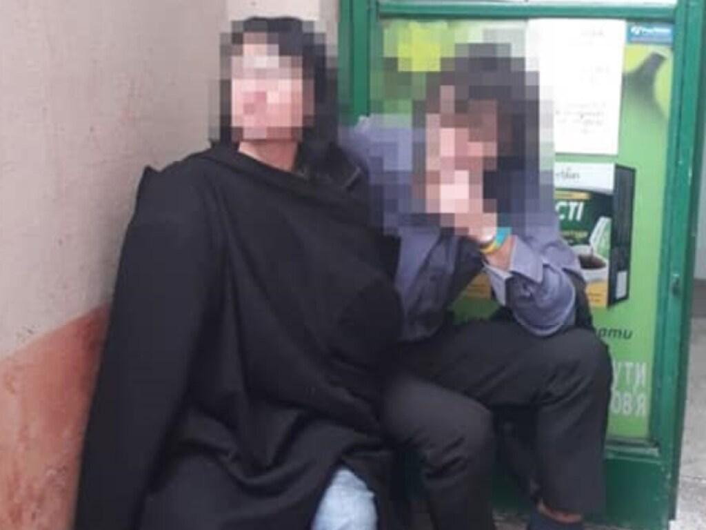"""""""Погрожувала осколком скла"""": У Львові жінка під наркотиками захопила аптеку. """"Забарикадувалася в кабінеті"""""""