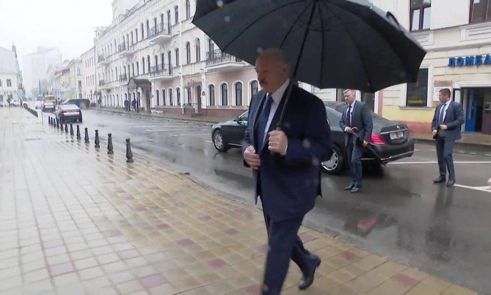 Його дні пораховані! Лукашенко відбуває, президентське крісло залишилося порожнім: Пора платити по рахунках