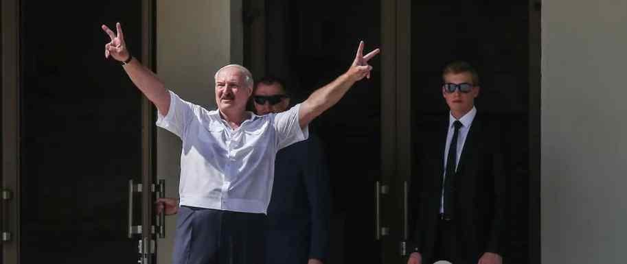 """Пізно ввечері! Лукашенко сколихнув країну гучною заявою – """"не агресор"""".  Білоруси приголомшені: """"прийшла біда"""""""
