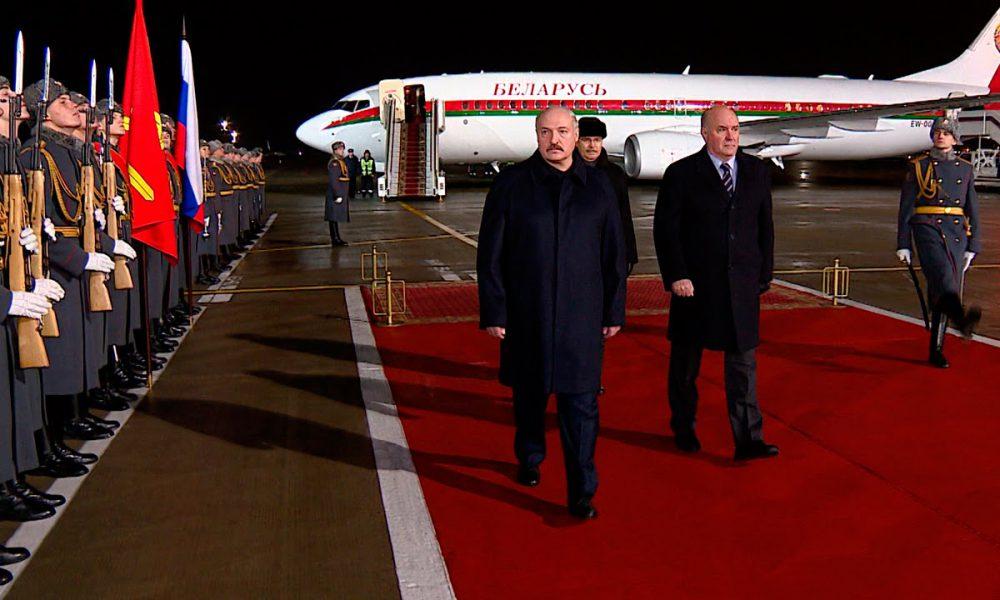 """Пізно вночі! Відразу після прильоту – Лукашенко в шоці. Це сталося – його знесли, """"забрався"""""""