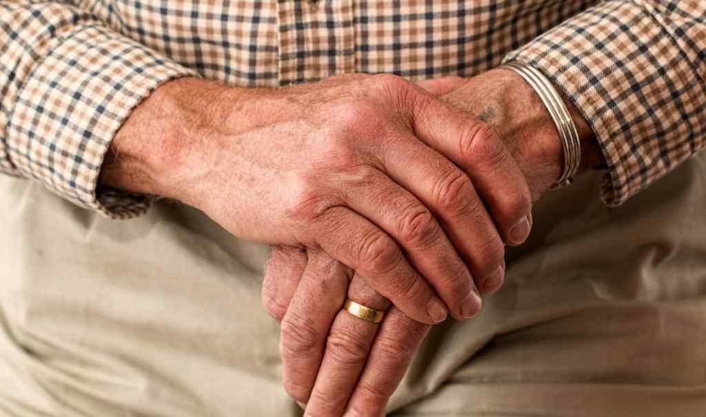 Підлітки жорстоко побили пенсіонерів: один із них помер. Місто сколихнув моторошний вчинок. Деталі важкої трагедії