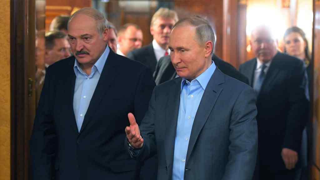 Терміново! Лукашенко готують до передачі влади: Путін готовий. Бацька не очікував.  Країна шокована