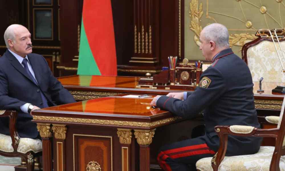 """Міністра МВС рознесли! Лукашенко в паніці – вивели під руки. """"Вліпив в обличчя"""" при всіх – зрадник"""