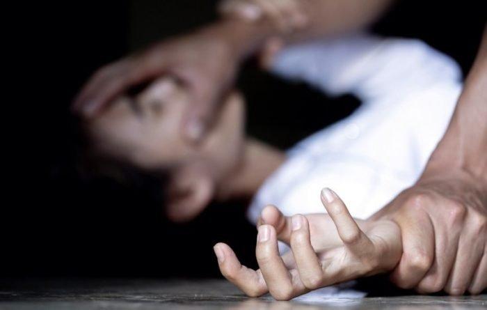 """""""Просто різко напав і потягнув у кущі"""": У Луцьку в парку жорстоко згвалтували дівчину. Досі тремтить після нападу"""