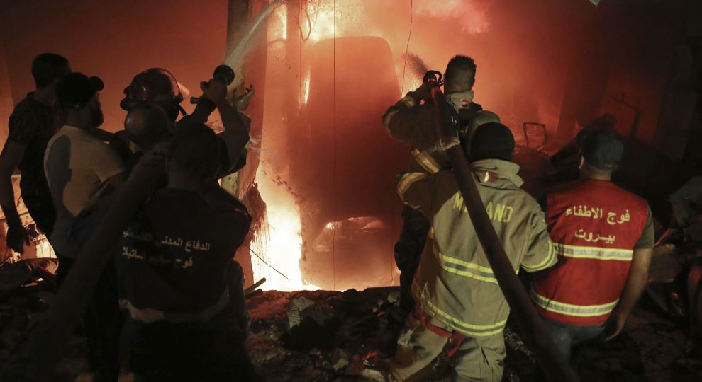 """""""Почули крики, будівлі струсонуло"""". Потужний вибух сколихнув місто, військові вже там: є загиблі та поранені"""
