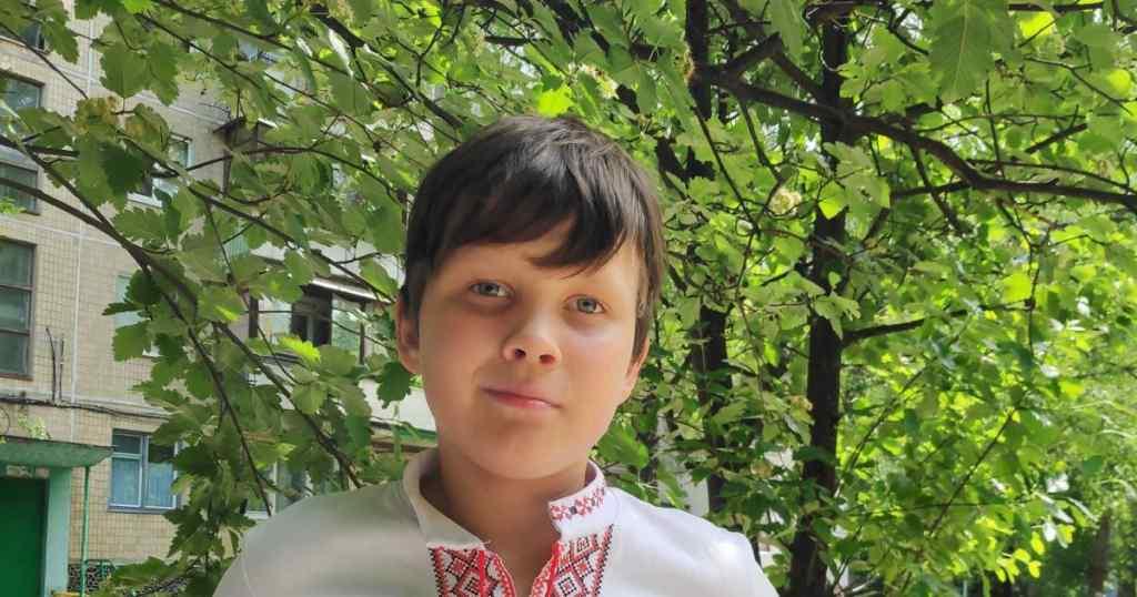 У хлопчика діагностували злоякісну пухлину. Олег потребує допомоги на лікування