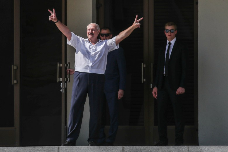 """Лукашенко став заручником – у Білорусі відбувається немислиме. Оточення """"тікає"""" – готують підставу"""