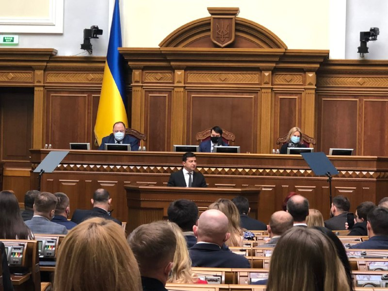 """""""Я не заспокоюсь!"""": Зеленський сказав це – просто з трибуни. """"Україна без корупції"""" – у залі овації"""