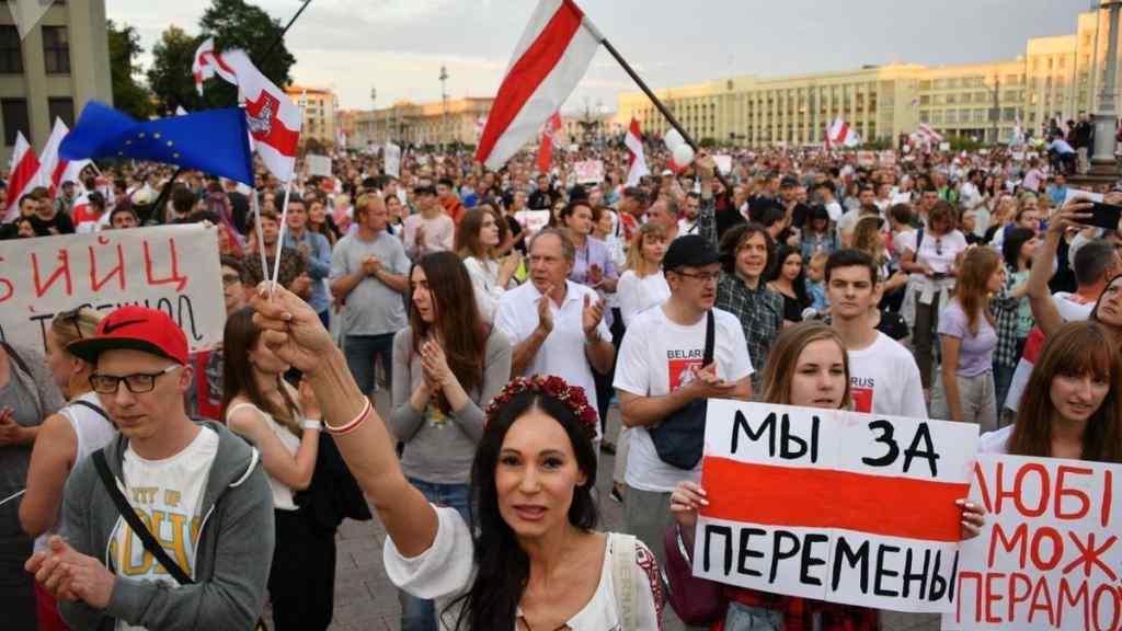 Терміново! До Лукашенка звернулися – має погодитись на це. Білорусь в шоці: продовжують відкликати
