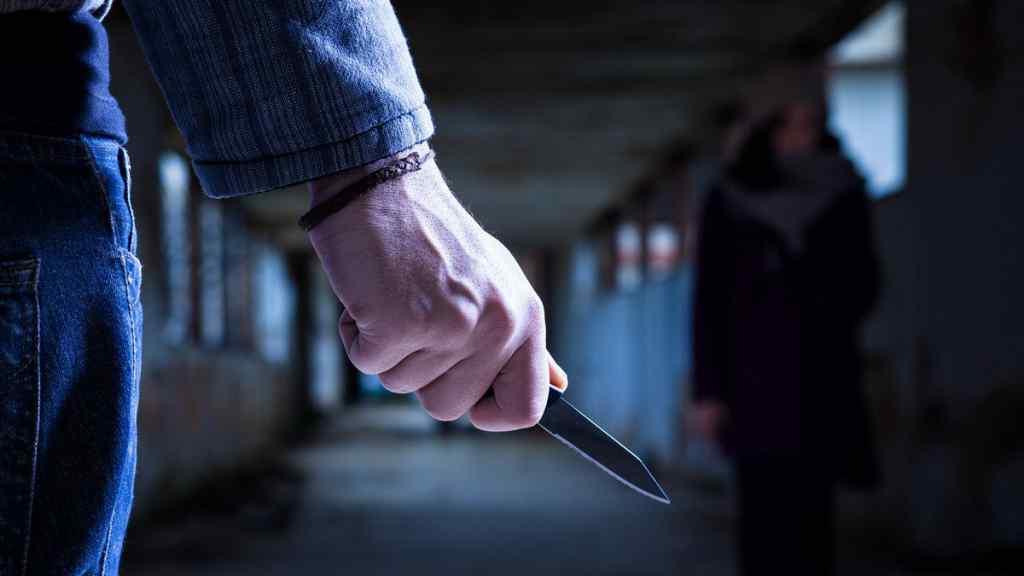 """Просто в центрі Києва! На волонтера напали – жорстокість вражає. """"Ножем в шию"""" – українці шоковані"""