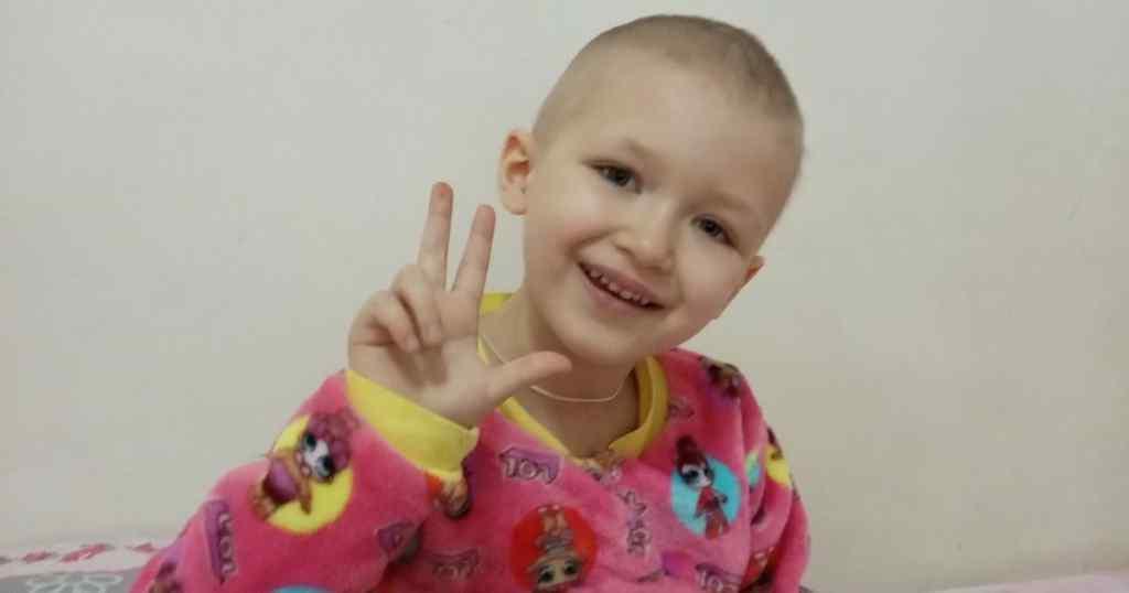 """""""Почули страшний діагноз"""". 5-річна Веронічка лікується від раку і їй потрібна ваша допомога"""