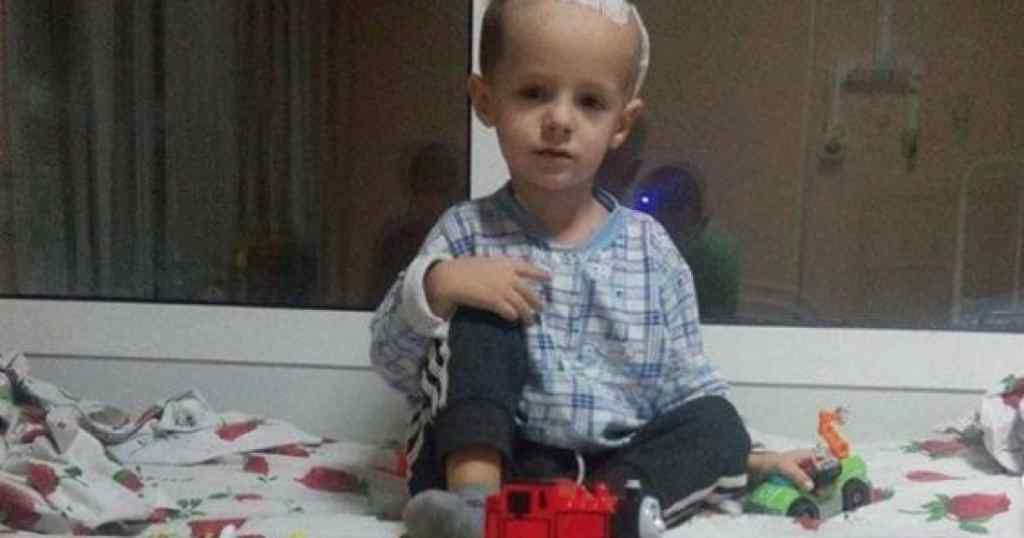 Пухлина у мозку поставила життя 5-річного Максимка під загрозу. Допоможіть хлопчику вилікуватися!