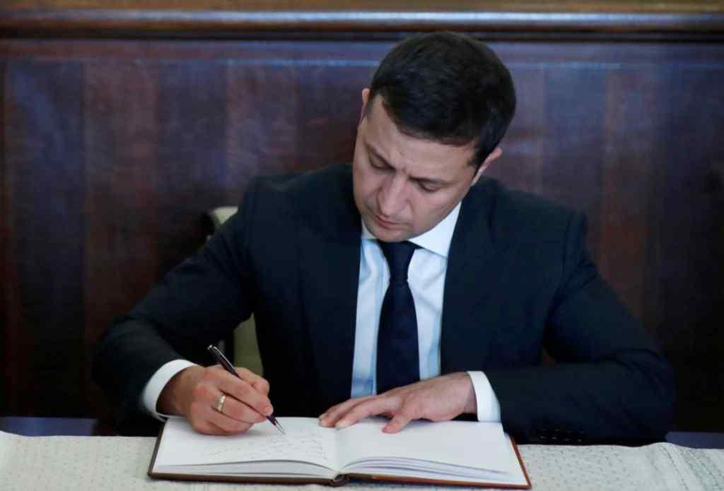 Терміново! Шокуюча відставка сколихнула країну – Зеленський вже підписав. Кадрова ротація – українці не чекали