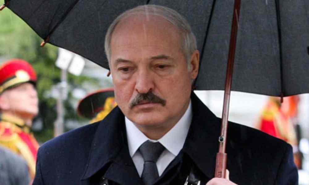 Годину тому! Лукашенко склали, впав – все вже там. Вбивство все змінило – підняли руки. Прямо на похоронах!