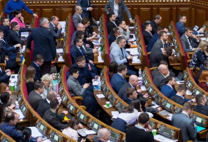 Це марнотратство! Депутати шокували – прийняли рішення. Підвищили зарплату – українці розлючені!