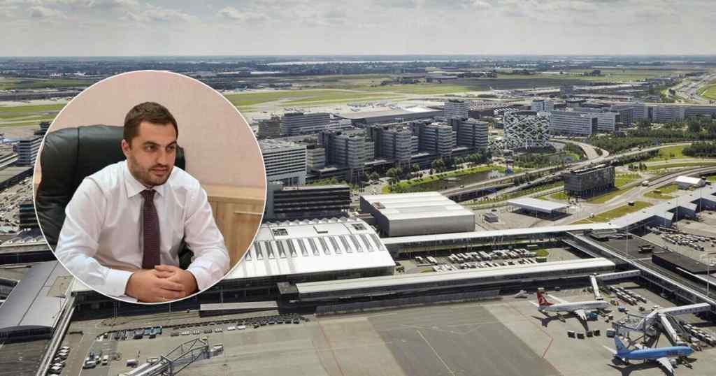 """""""В розстебнутих брюках і сорочці!"""" Український чиновник """"попав"""" – просто в аеропорту. Консул втрутився – скандал"""