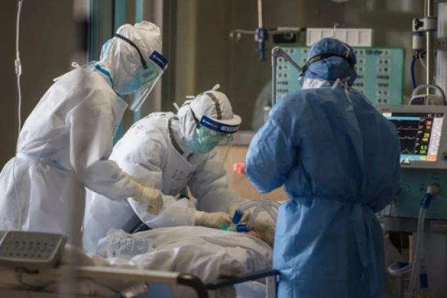 Підключили до ШВЛ! Українського топ-чиновника терміново госпіталізували – важка форма коронавірусу