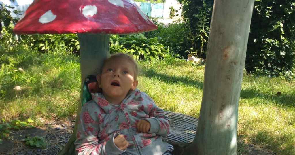 Маленька Саша у важкому стані! Батьки дівчинки благають про допомогу – потрібно врятувати життя. Ситуація складна