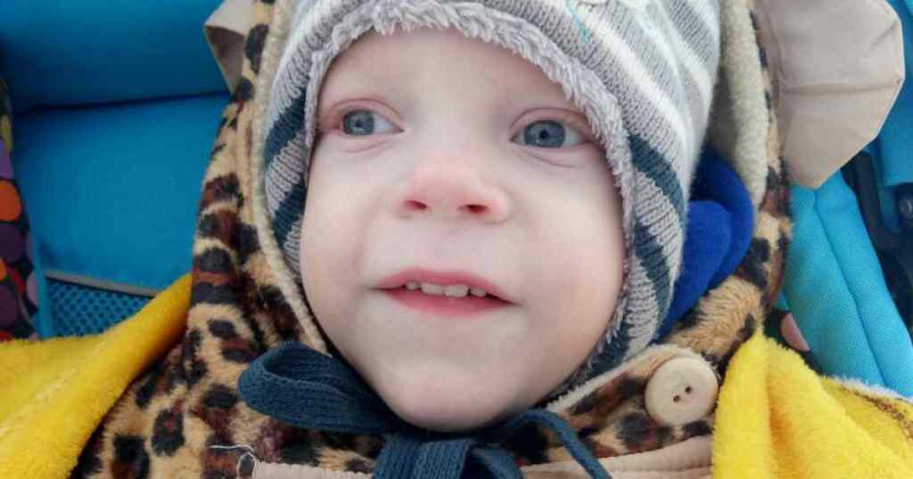 Хлопчик повинен шість разів на рік бувати на реабілітаціях. Допоможіть Максимку стати на ноги!