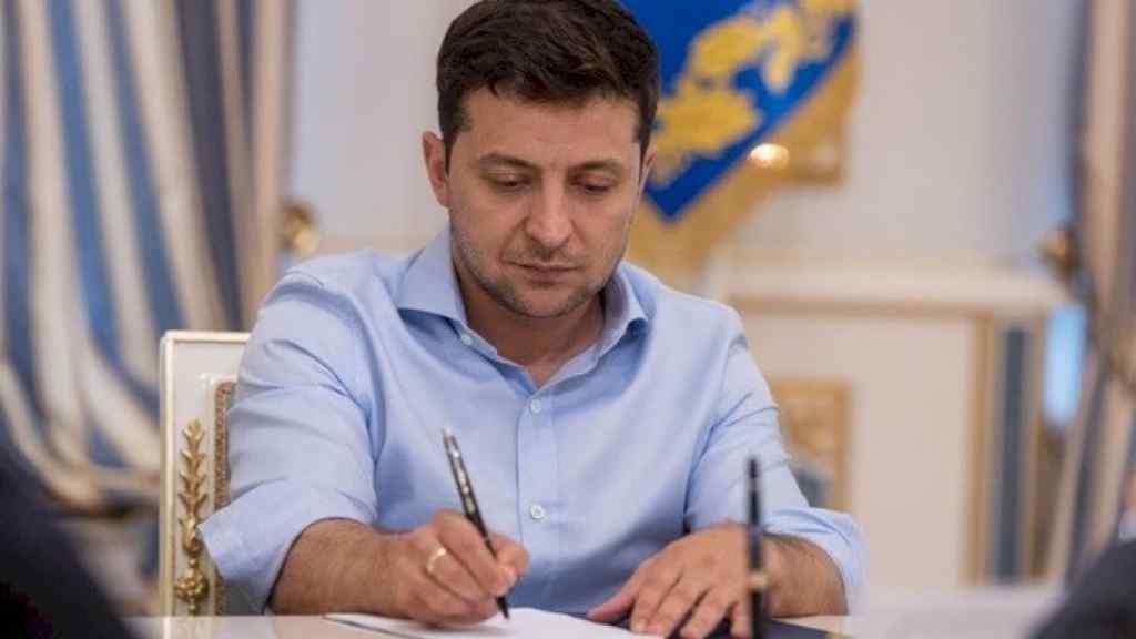У ці хвилини! Зеленський підписав надважливий закон. Українці вражені: це все змінює  – браво!