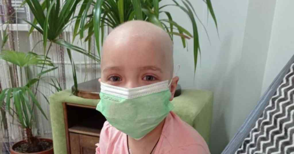 Маленька Злата страждає від важкої хвороби – Дівчинка мріє про нормальне життя. Допоможіть їй!