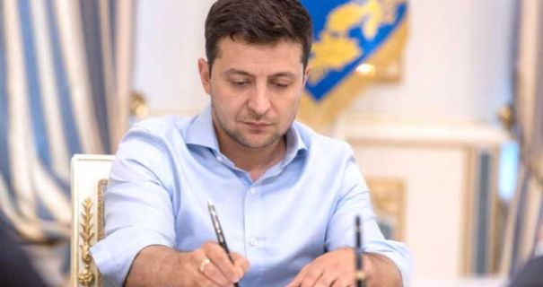 Сьогодні! Укази підписані – Зеленський звільнив їх. Трьох одним махом – чиновники в шоці!