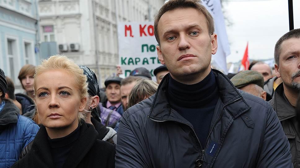"""Щойно! Навальний не чекав, дружина вже там – її терміново """"взяли"""". Просто під стінами: стягнули поліцію"""