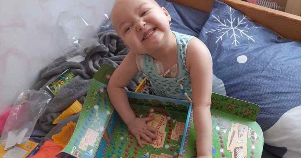 Трирічна Алінка вже вдруге бореться із раком крові : мама дівчинки просить про допомогу
