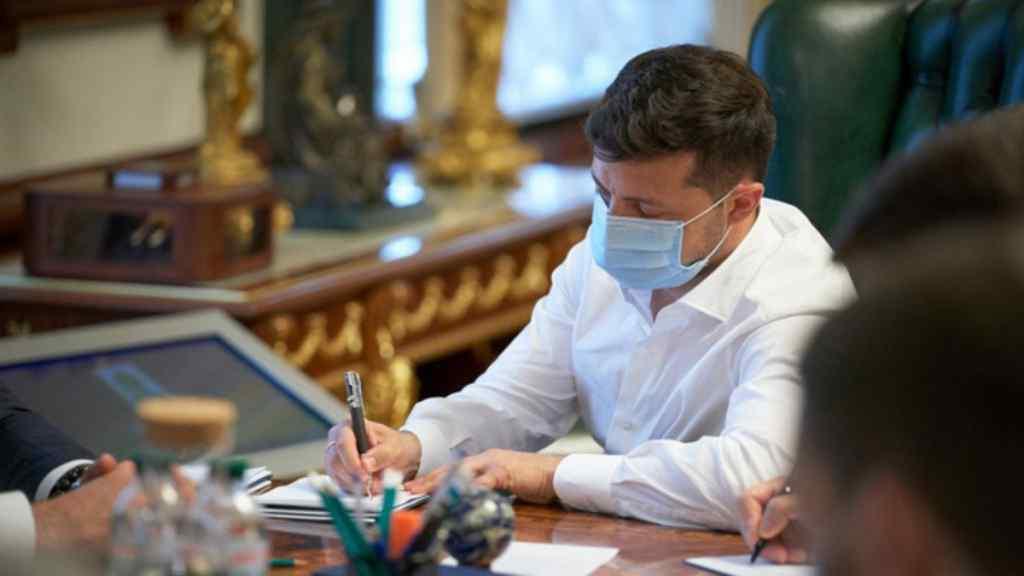 Звільнив їх! Пізно ввечері – Зеленський підписав указ : просто в ОП – ніхто не чекав!