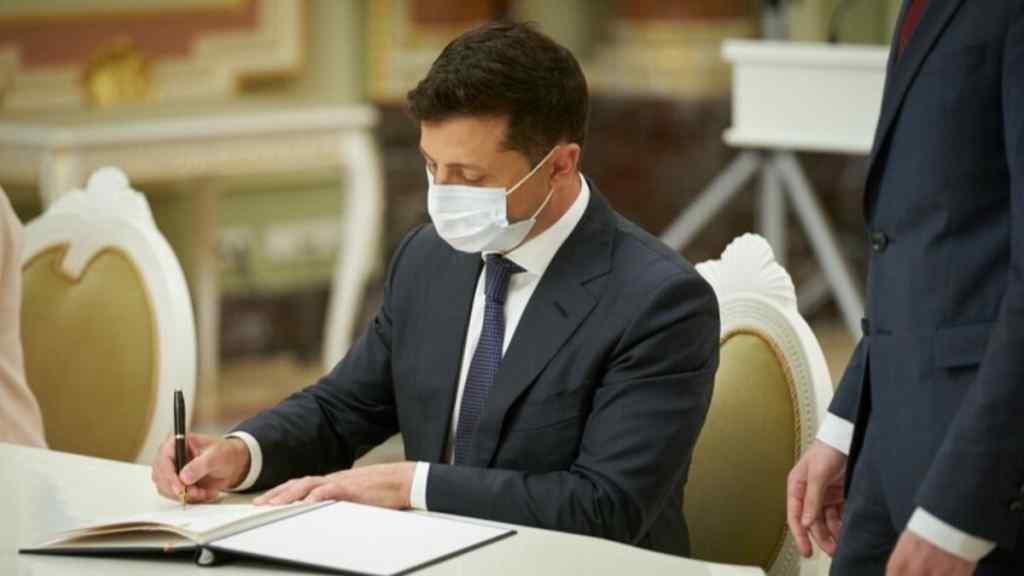 Тільки що! Зеленський підписав закон – влада в руках народу. Українці аплодують – браво!