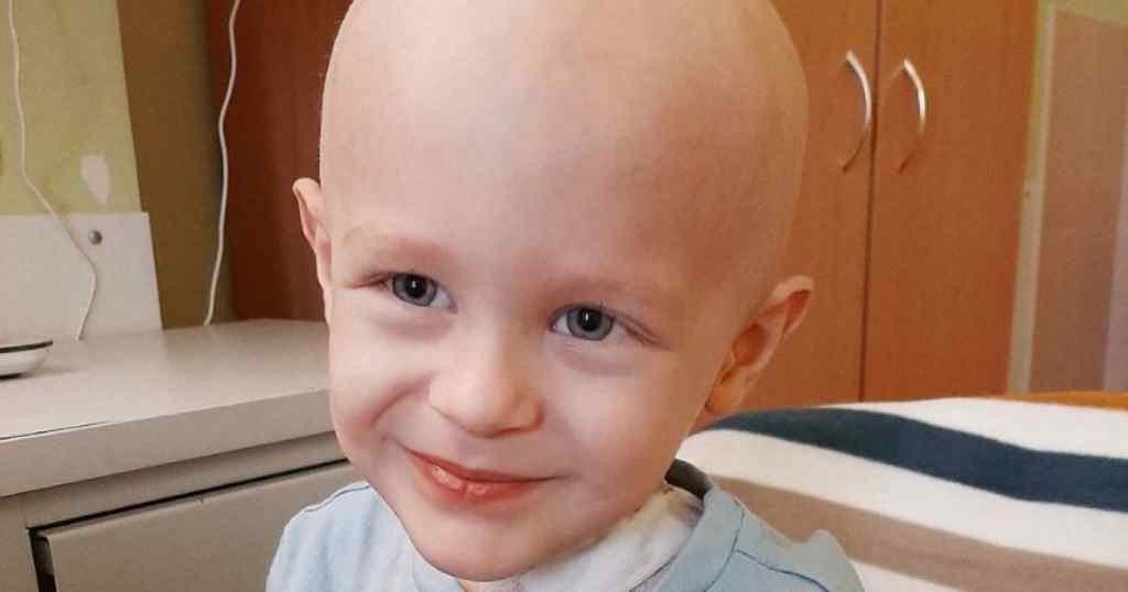Маленькому Владику потрібна негайна допомога! Дитині доводиться боротися з онкологією!
