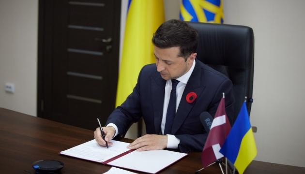 Терміново! Зеленський підписав – важливий закон: Фатальний удар – зможе заочно заарештувати. Втекти не вдасться
