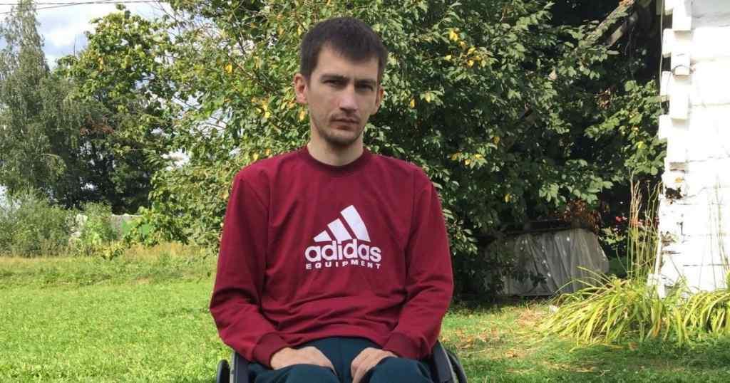 Нещасний випадок прикував хлопця до візка: Юрій просить допомоги на своє лікування