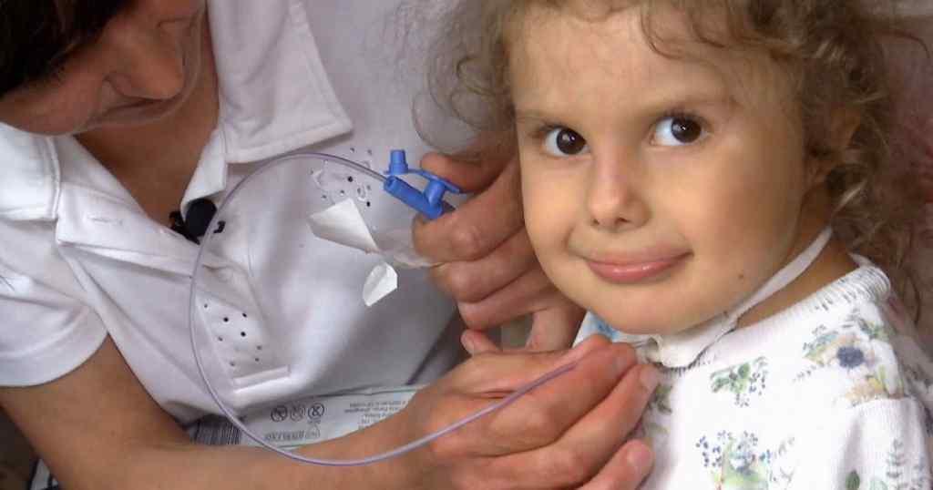 Через хвороби 6-річній Євангеліні-Марії не можна виходити в холодну пору надвір – їй потрібна допомога
