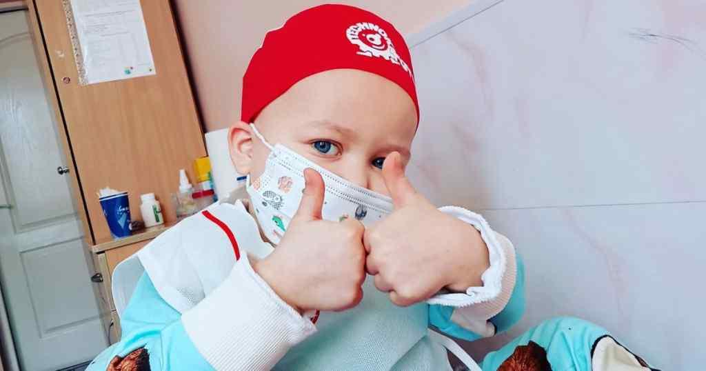 Трирічна Алінка вже вдруге бореться з раком крові