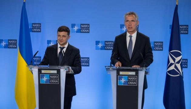 """""""Лідери Північноатлантичного союзу розглянуть агресивну поведінку Росії""""-Зеленський зідзвонився з Генеральним секретарем НАТО."""