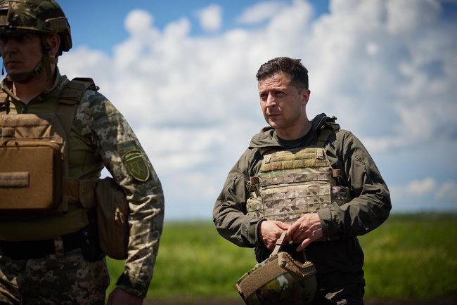 """""""На таких патріотах тримається оборона"""". Шлях до НАТО – Зеленський прибув на передову"""