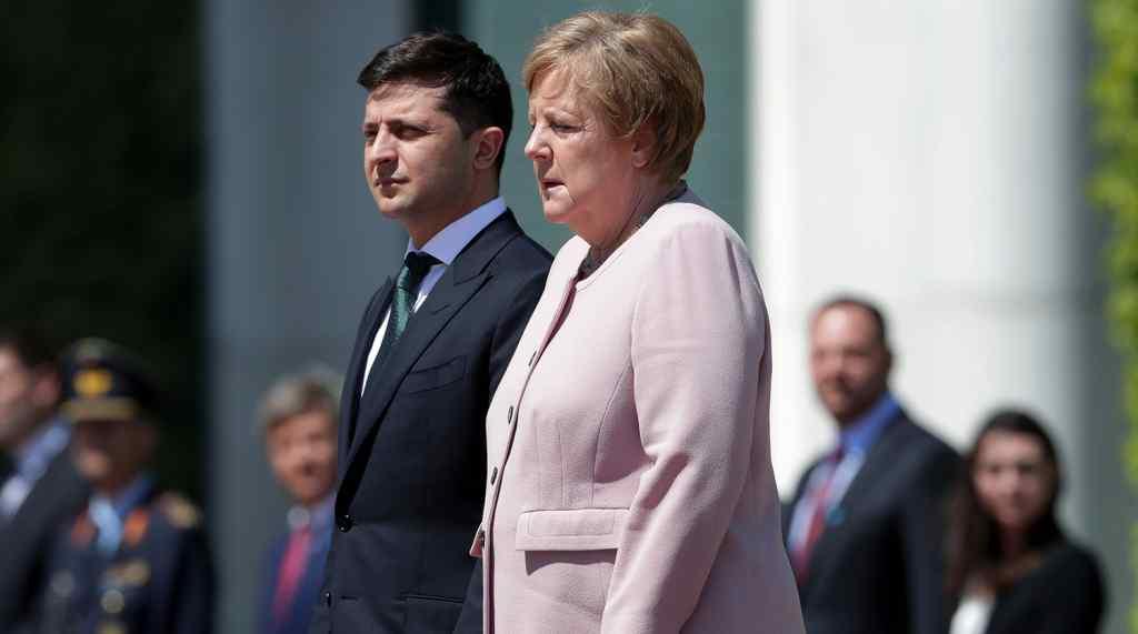 """Щойно! Під час брифінгу-Меркель не стрималась. """"Ми у дружніх відносинах"""": 1,5 млн доз вакцини. Зеленський в захоплені-вдалось"""
