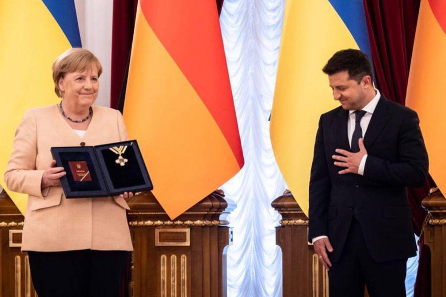 Найвищого рівня! Зеленський вручив Меркель важливий орден. Символічний момент