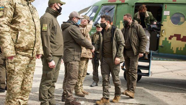 Терміновий борт! Зеленський вилетів: прямо на Донбас. Військові розчулені – гідний вчинок.